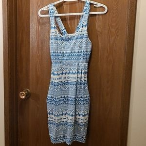 SALE - 💜3/$15 - Patterned dress